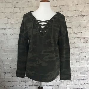 Sanctuary Lace Up Green Camo V-Neck Pullover Top